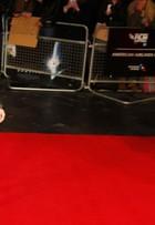 Sandra Bullock vai a première de filme com look rendado