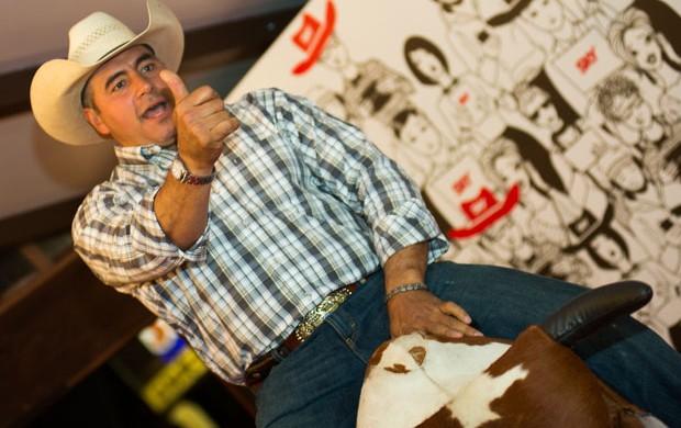 Adriano Moraes fraturou a perna e teve convulsão ao cair do cavalo (Foto: Érico Andrade)