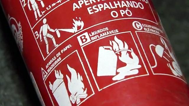 Novo modelo de extintor de incêndio (Foto: Reprodução / TV Tribuna)