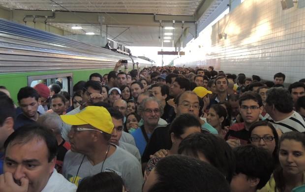 Arena Pernambuco - estação lotada (Foto: Elton de Castro / Globoesporte.com)