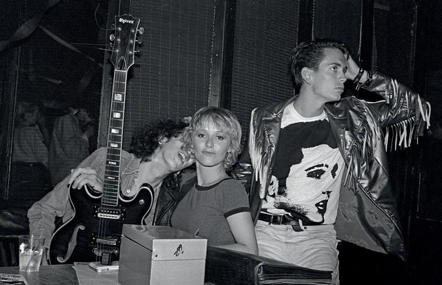 Cena da festa Elvis Presley Memorial, em 1980, que aconteceu no Club 57 (Foto: Joseph Szkodzinski, Moma, Cortesia De Kenny Scharf e Da Galeria Honor Fraser, Getty Images, Divulgação e Gary Burden)