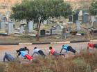 Sem locais para treinar, zimbabuanos usam cemitério para fazer exercícios