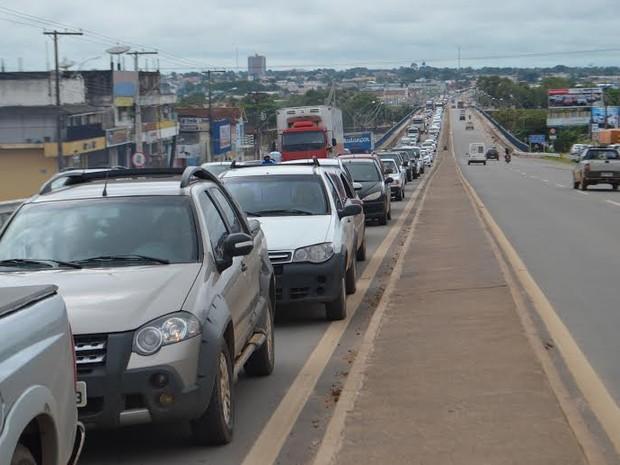 Queda de energia desregula semáforo e tumultua trânsito em Ji-Paraná, RO (Foto: Pâmela Fernandes/G1)