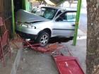 Motorista perde controle, invade bar e atinge pessoa em Votuporanga