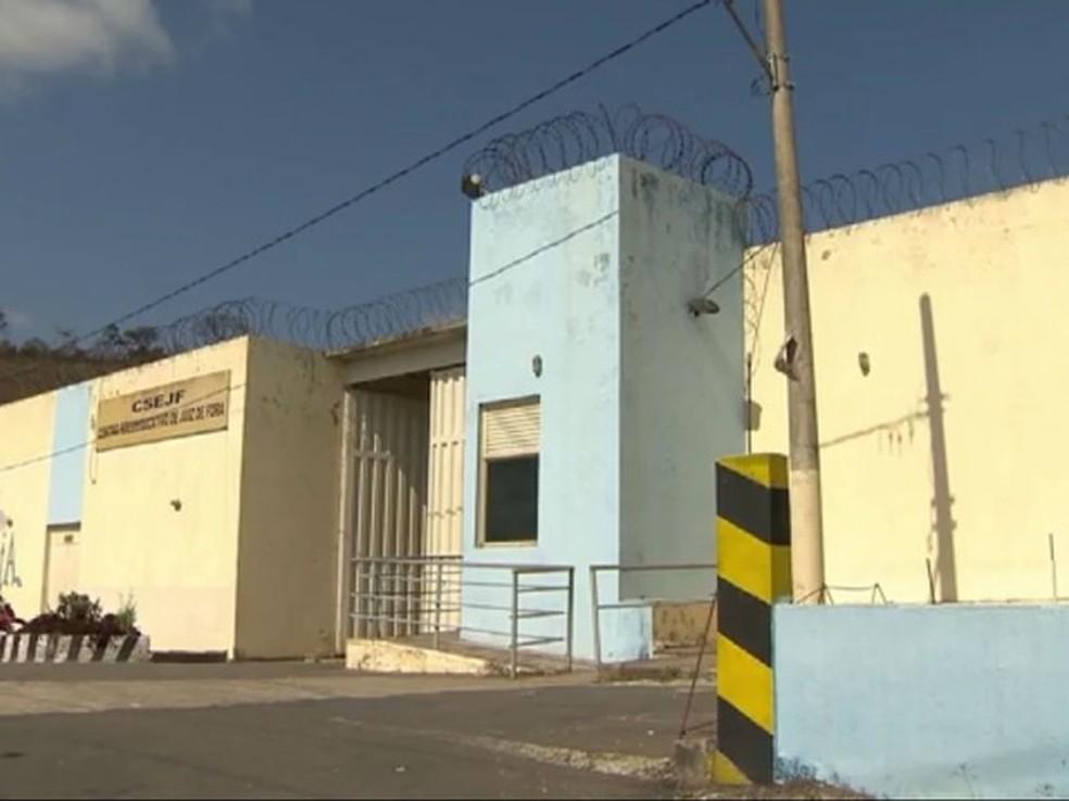 Adolescente fugiu  do Centro Socioeducativo de Juiz de Fora e agentes foram agredidos por internos (Foto: Reprodução/TV Integração)