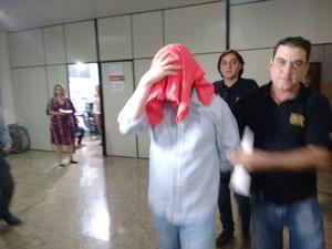 Suspeito negou os crimes, funcionárias dele serão ouvidas (Foto: Zana Ferreira/ G1)
