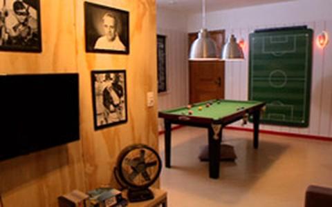 Sala com mesa de sinuca: assista ao antes e depois