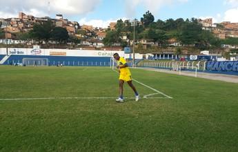 Atacante do CSA, Marcelo Nicácio dá voltas no campo e passará por exame