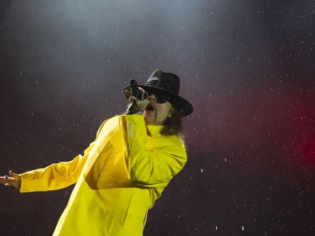 Com uma hora e meia de atraso, Guns N' Roses subiu ao palco às 02h40 (Foto: Felipe Dana/AP)