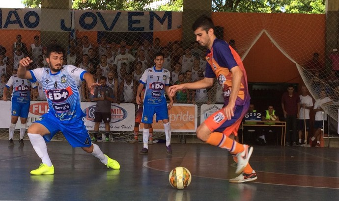 Piraí chegou a diminuir para um gol de diferença no final, mas não foi o suficiente para tirar vitória de Paracambi (Foto: Gustavo Chaves/TV Rio Sul)