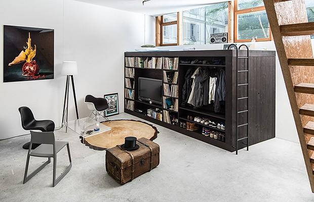 O Living Cube é vários móveis em um: guarda-roupa, cama de hóspedes, estante, home theater... (Foto: Divulgação)
