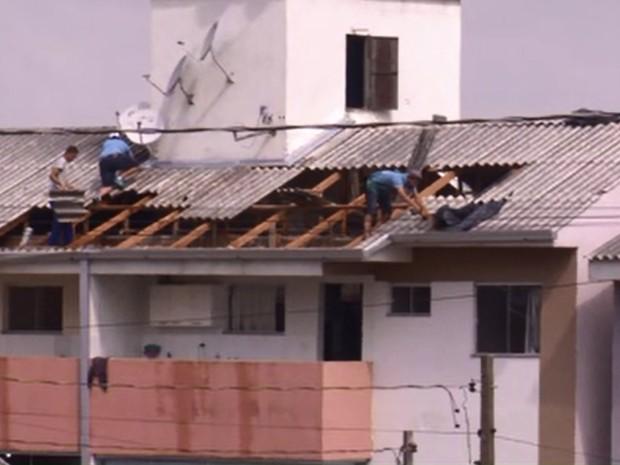 Várias casas foram destelhadas no estado (Foto: RPC/Divulgação)