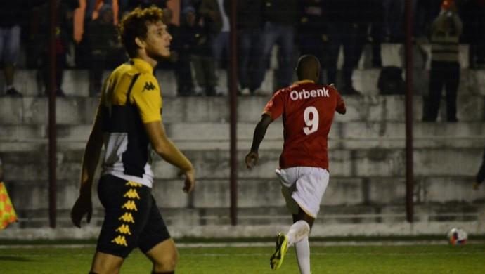 Reinaldo gol Inter de Lages (Foto: Fom Conradi/Fomtography)