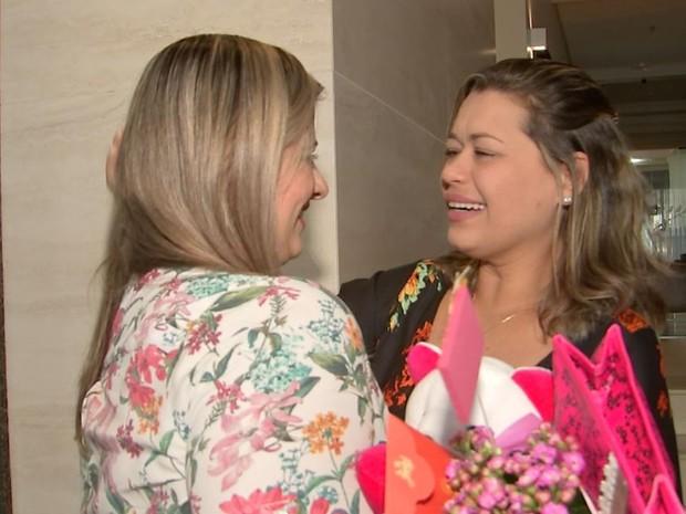 As duas se emocionaram em encontro (Foto: Reprodução / TV TEM)