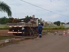 Motorista bate em poste e deixa bairro sem energia em Vilhena, RO