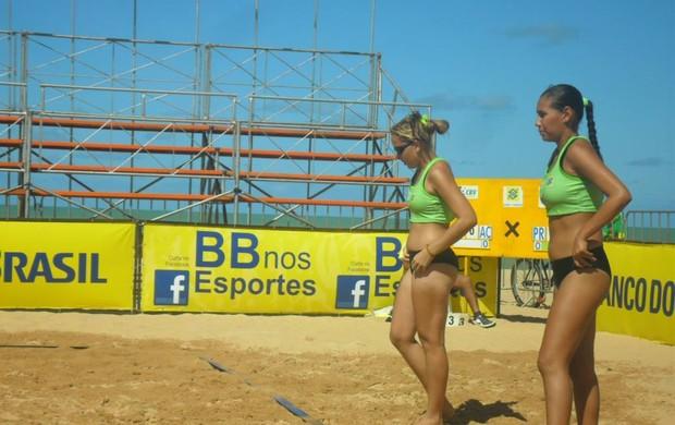 Fabyane e Josy perderam duas e ganharam uma partida na etapa (Foto: Nedson Brito)