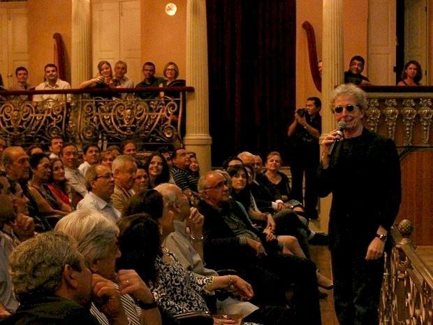 Fabio comandou o show no Teatro Amazonas, em Manaus (Foto: Tiago Melo/G1 AM)
