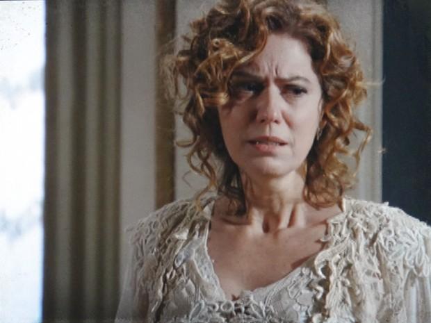Constância se desespera ao saber que Albertinho foi embora de casa (Foto: Lado a Lado/TV Globo)