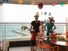 Wesley Safadão faz festa junina em casa e posa com a mulher e filhos