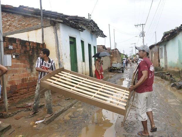 Cerca de 315 famílias tiveram que deixar suas casas, após cheias no Rio Araçuaí e Córrego Calhauzinho. (Foto: Divulgação/ASCOM)