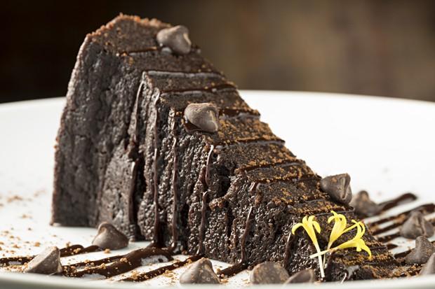 Aprenda a fazer o bolo de chocolate ideal (Foto: Rodrigo Azevedo)