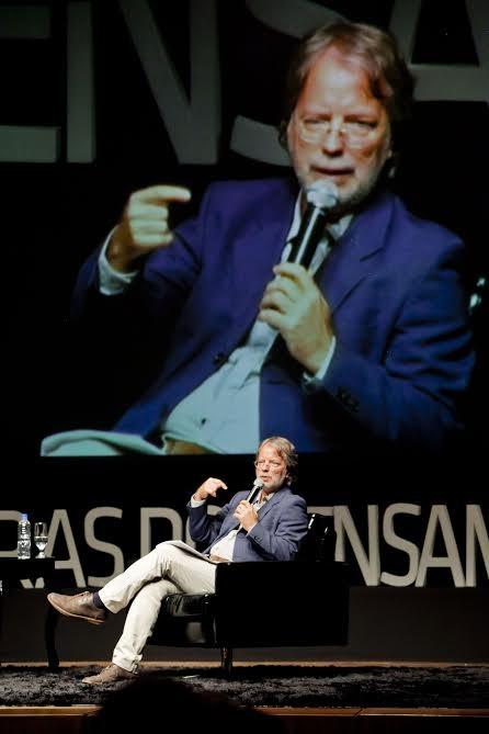 Mia Couto foi o conferencista inaugural do evento (Foto: José Luiz Somenzi/Divulgação)