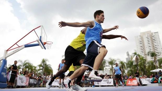 Nova plataforma de esportes de rua da Globo realiza na Praça Roosevelt, em São Paulo, o torneio final da temporada 2015 de basquete 3x3 (Foto: Divulgação/ Globo)