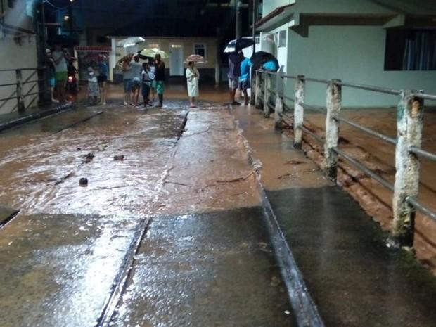 Chuva inunda município de Alegre, no Espírito Santo (Foto: Reprodução/ TV Gazeta)