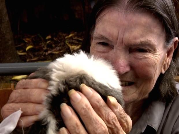 Paciente se emociona com visita de 'cães terapeutas', em Valinhos (Foto: Reprodução / EPTV)