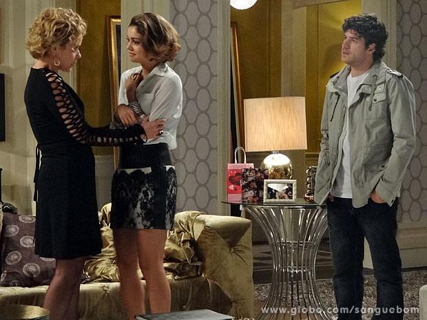 Bárbara não gosta de ver Bento por ali (Foto: Sangue Bom / TV Globo)