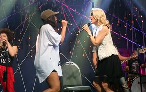 "Anitta e Paula Toller ensaiam ""Te Amo Pra Sempre"" no Música Boa"