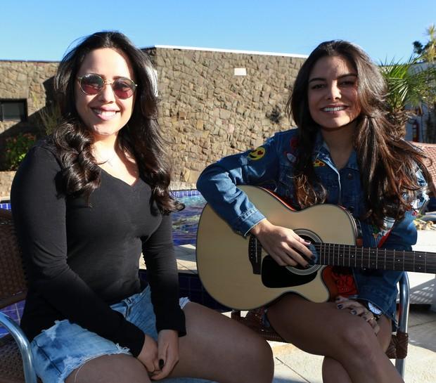 Dayane Camargo e Lara (Foto: Dilson Silva/Agnews)