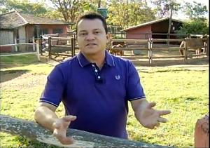 João Edwar apresenta as notícias do campo no Inter TV Rural (Foto: Reprodução/Inter TV )