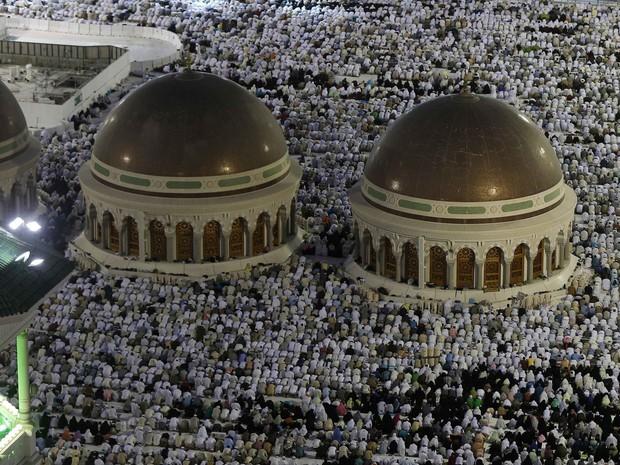 Peregrinos em Meca, na Arábia Saudita, durante o hajj, a peregrinação anua (Foto: REUTERS/Muhammad Hame)