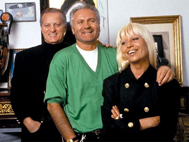 Santo, Gianni e Donatella Versace (Foto: Reprodução)