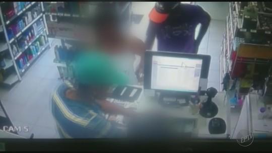 Em 25 minutos, suspeitos levam R$ 20,4 mil de farmácia e imobiliária em Jaboticabal