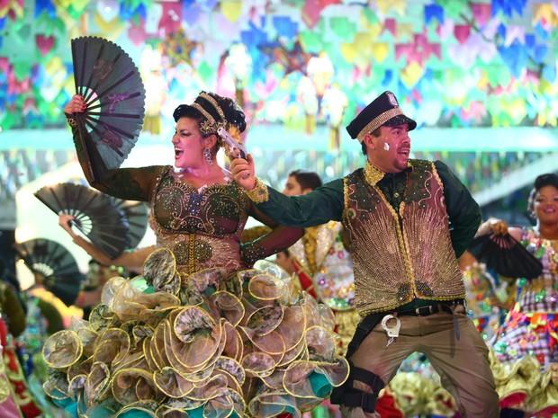 Dançarinos da Rosa dos Ventos caracterizados com o tema da quadrilha (Foto: Jonathan Lins/G1)