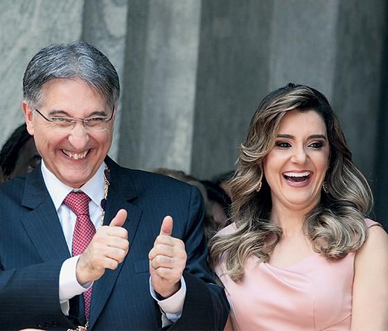 O governador de Minas Gerais, Fernando Pimentel, e sua mulher, Carolina (Foto: Luiz Costa/Hoje Em Dia/Estadão Conteúdo)