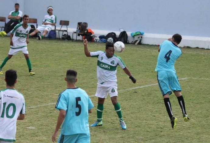 Atacante Wesley em ação pelo Caira (Foto: Edson Cavalli)