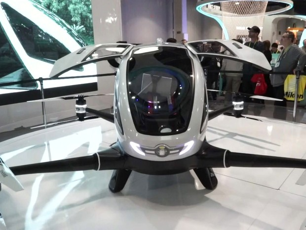 Drone capaz de carregar passageiro é apresentado na CES 2016 (Foto: BBC)