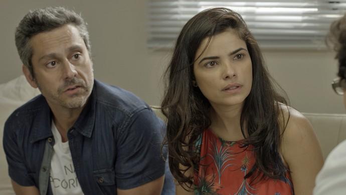 Tóia e Romero descobrem que estão 'grávidos' (Foto: TV Globo)