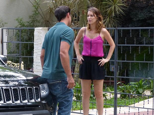 Laura fica sem reação com a atitude do ex (Foto: Carolina Morgado/Gshow)