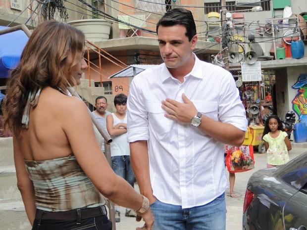 Théo diz a Lucimar que não quer saber notícias de Morena (Foto: Salve Jorge/TV Globo)
