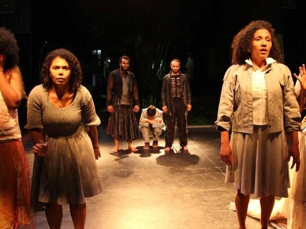 Na encenação, não há rupturas entre as cenas (Foto: Divulgação/Gustavo Guimarães)