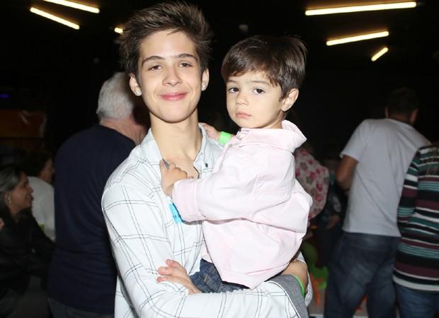 João Guilherme e o irmão caçula, Pietro (Foto: Thiago Duran/AgNews)