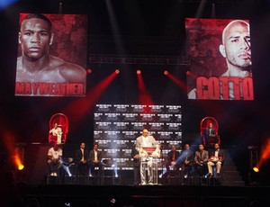 Mayweather Jr. e Miguel Cotto lutarão no dia 5 de maio (Foto: Reuters)
