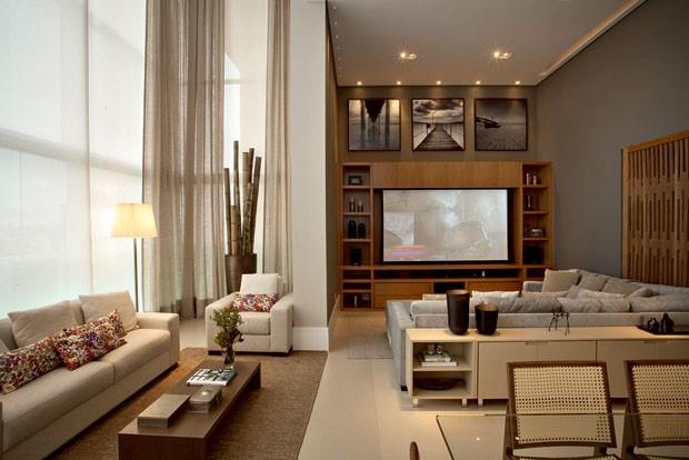 a sala de estar de p u00e9-direito triplo