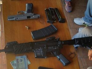 Armas apreendidas pela polícia durante a ação (Foto: Divulgação/Polícia Civil)