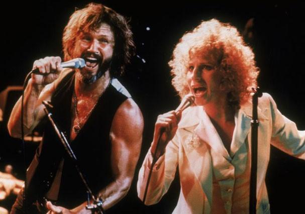 """Barbra Streisand e Kris Kristofferson em """"Nasce Uma Estrela"""", de 1976 (Foto: Reprodução)"""