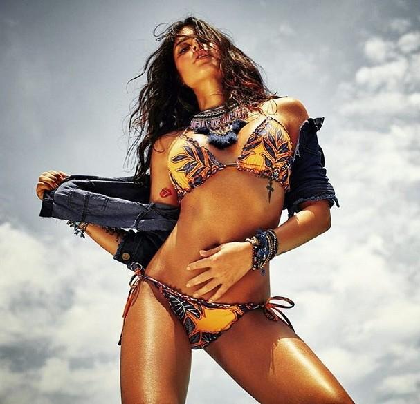 """Thaila Ayala mostra corpão de biquíni e provoca: """"Verão vai ser quente por aqui"""""""